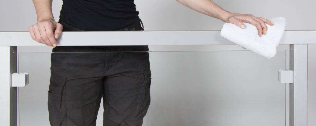 Instandhaltung von Glas-, Edelstahl-, Aluminium- und Holzgeländern