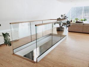 Pfostenloses Geländer für die Treppe innen