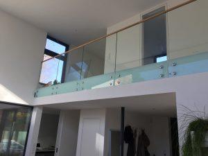 Stolfritt glasracke inomhus