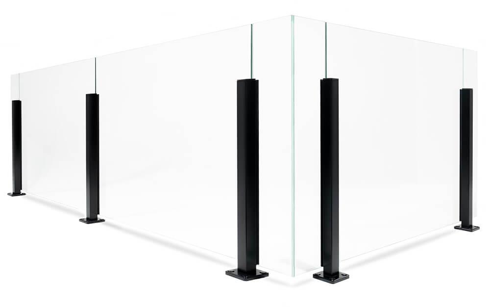 Glasräcke med aluminiumstolpar i stilren design