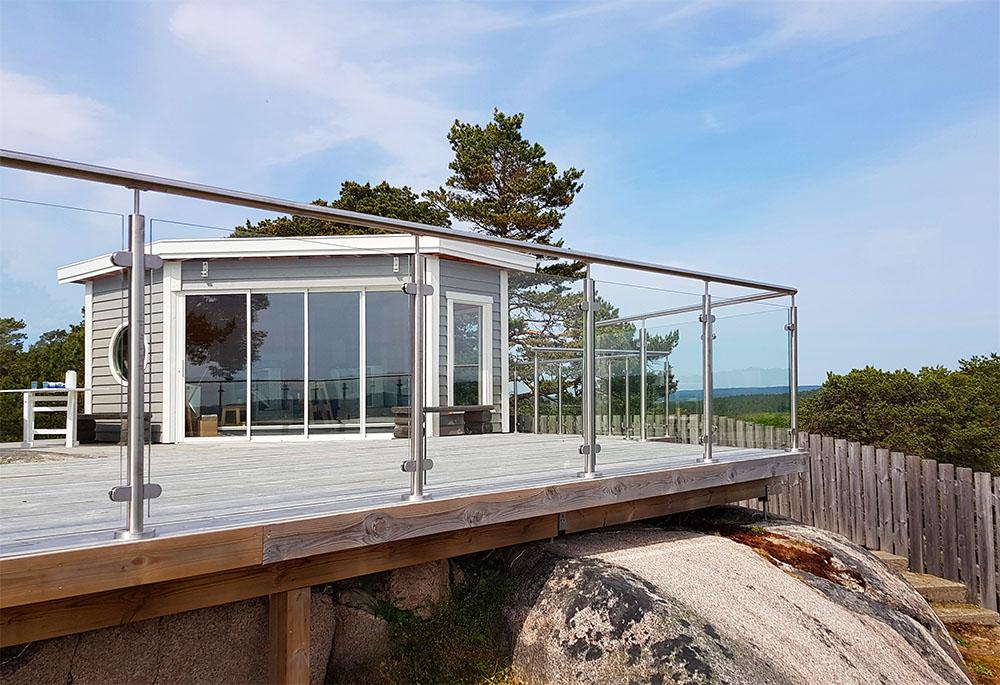 Glasräcke vid terrass